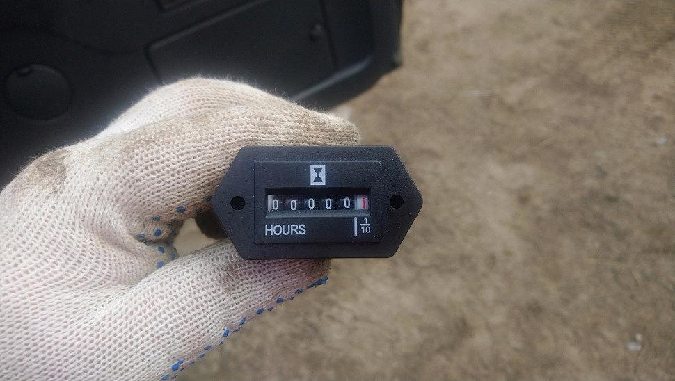 как поставить счетчик моточасов на питбайк, как установить счетчик моточасов, как подключить датчик моточасов