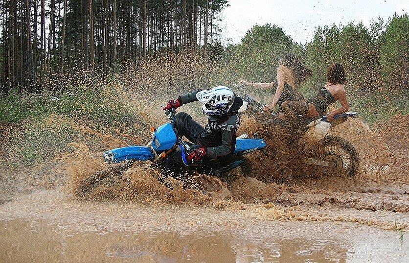 Как мотоциклы ездят по грязи