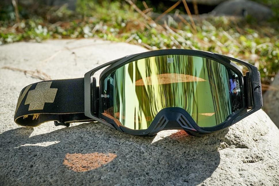 Как выбрать очки для мотокросса и не ошибиться